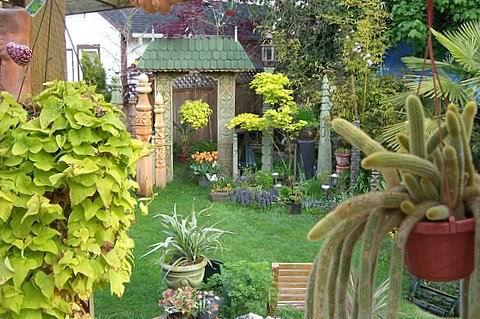 Józsa faragványok a kertben